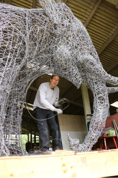 Making the wire elephant